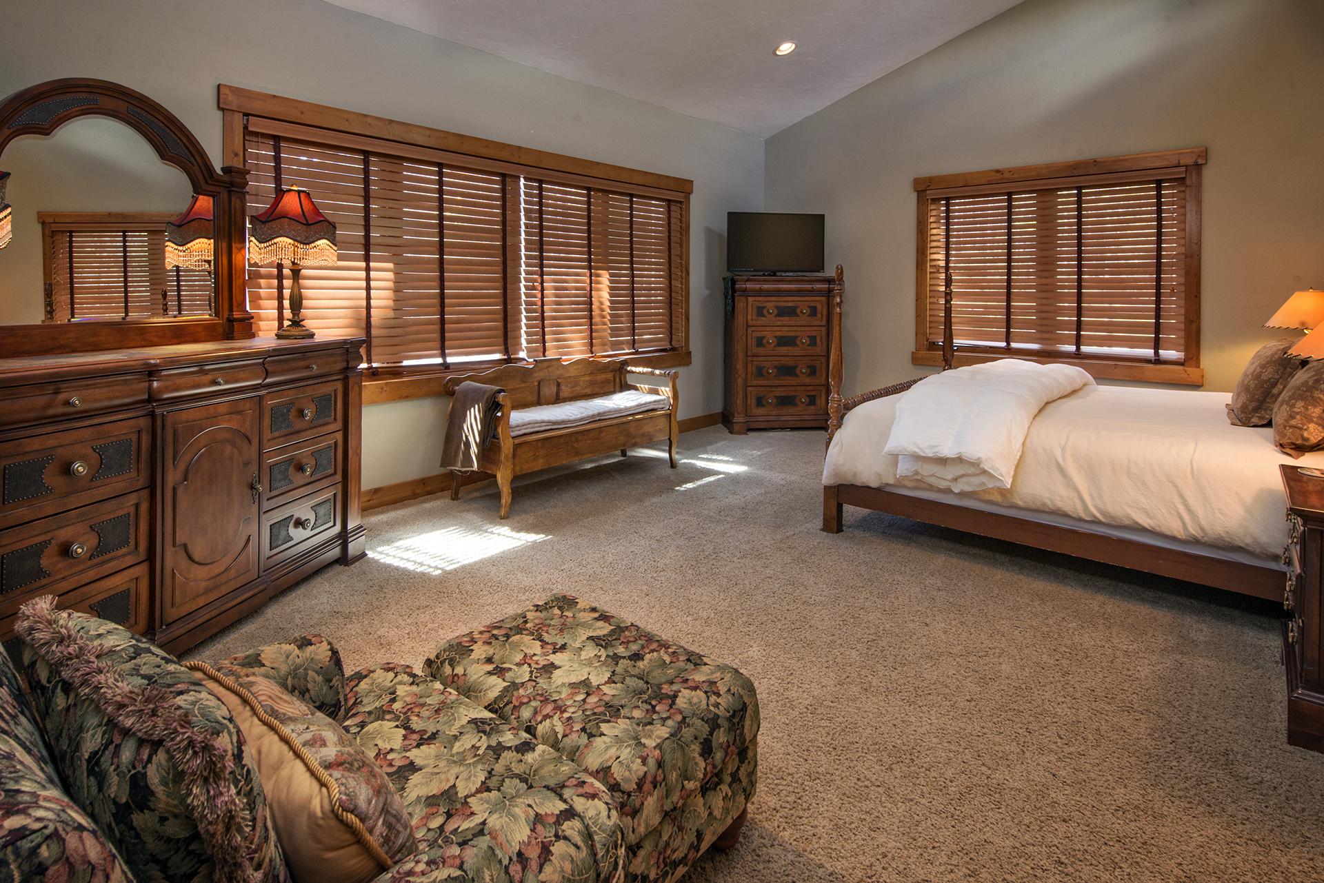 020-Slopeside Interiors